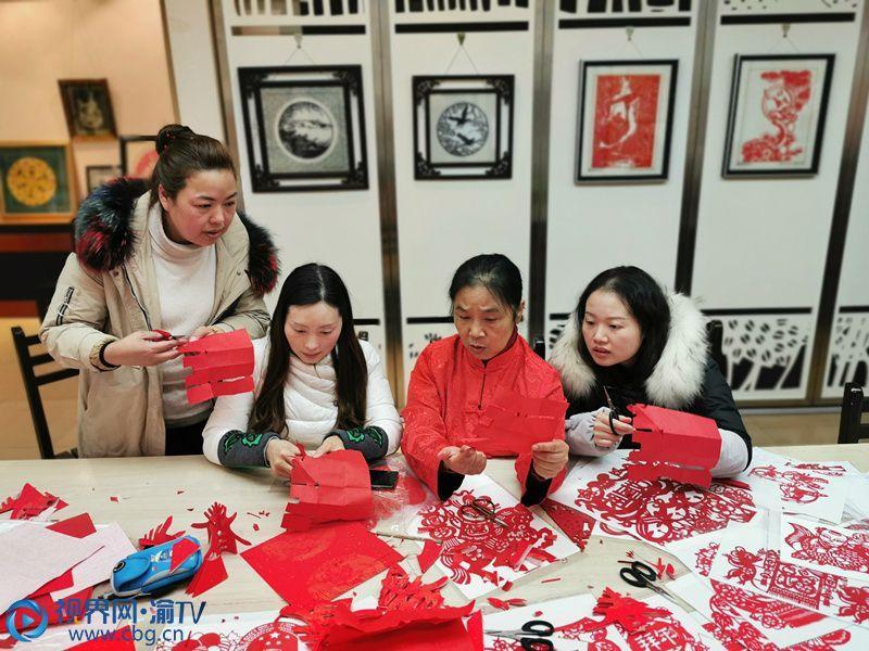 农历腊月二十三,是为小年。小年,是春节的序曲。小年祭灶,是大江南北共同的习俗,祭灶王、扫尘土、剪窗花、贴春联,小年一到,这年就算来了。