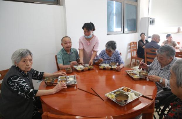 重庆沙坪坝:医养结合让老人舒心 家人放心