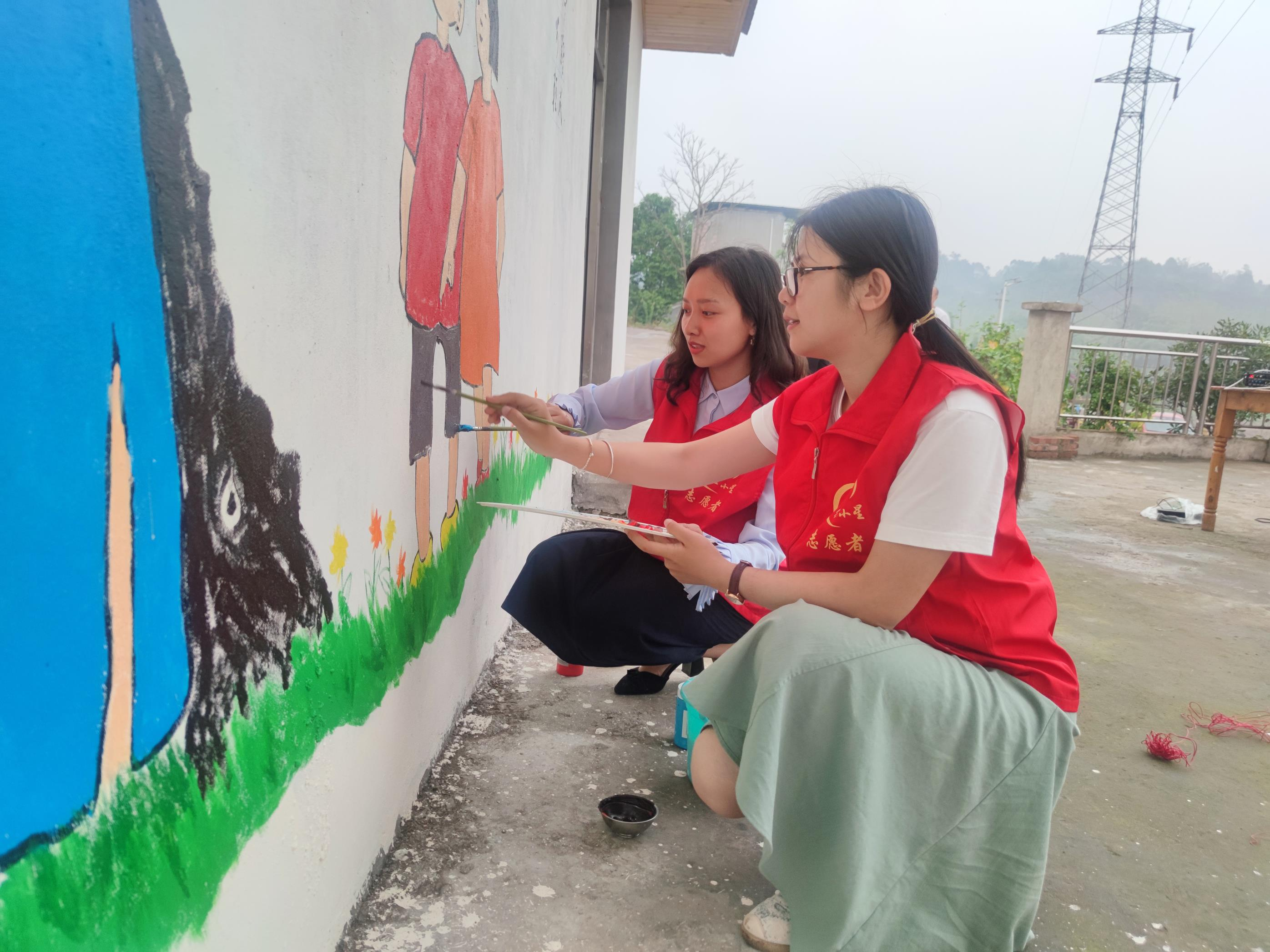 用 志愿者为小院彩绘.jpg
