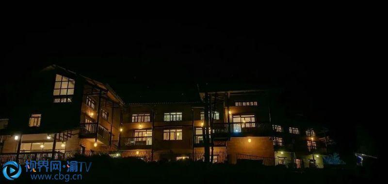 你也可以驾车去往亢谷巴渝民宿,感受榻榻米房间,与民俗风情来一次亲密体验。 周宇 摄