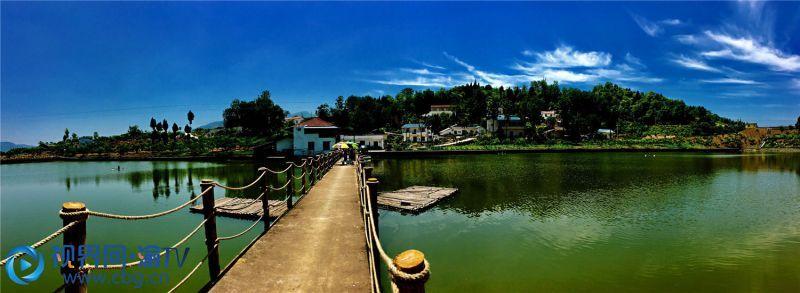 重庆市巫山县官渡镇美丽乡村景色。卢先庆 摄