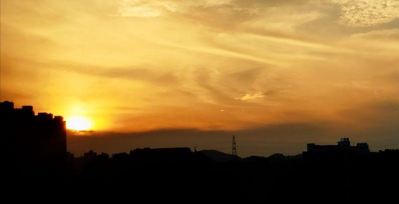 落日余晖,城市宁静。(摄影:李馨倩)