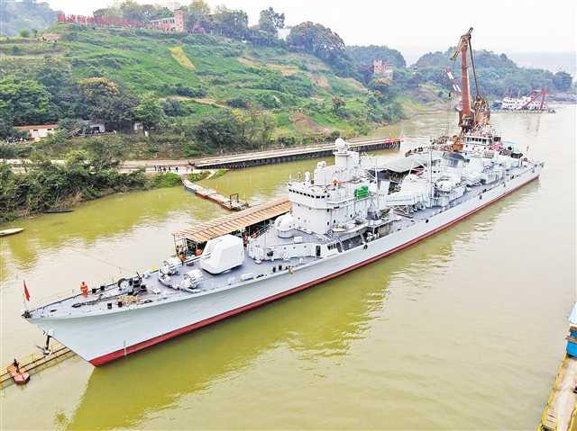 来了!珠海舰驶抵重庆主城
