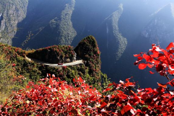 巫溪:深秋兰英大峡谷 山险红叶美
