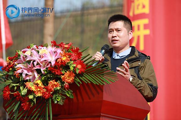图二 重庆市弹子石中学校长张松宣布第五届体艺科技节-运动会开幕式正式开始  梁馨元 摄.jpg