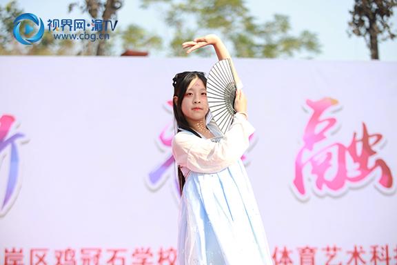 图四 弹子石中学校八年级(1)班舞蹈《苏幕遮》  梁馨元 摄.jpg