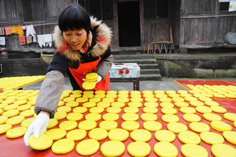 重庆梁平:清香扑鼻的黄粑粑 梁平人的乡愁味道