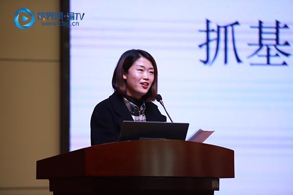 图三:重庆高新区白市驿第二小学校支部书记进行述职汇报。张雯理摄.JPG