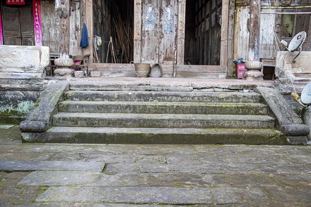 05石梯由整段长条石砌成_N3I0132.JPG