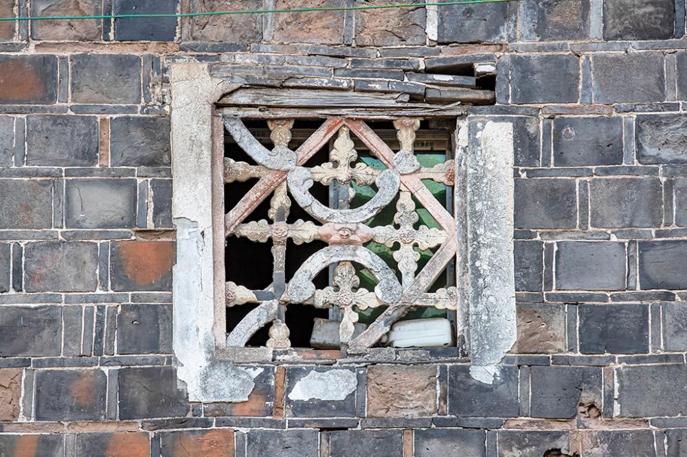 工艺高超的石窗花_N3I0071.JPG