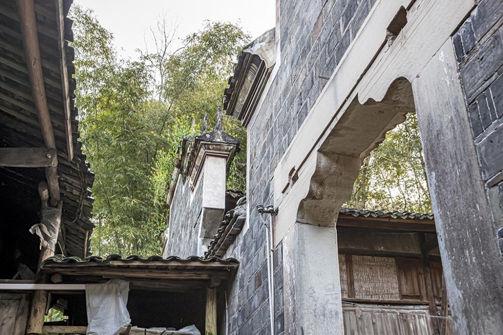 06门框石和墙砖选材考究_N3I0115.JPG