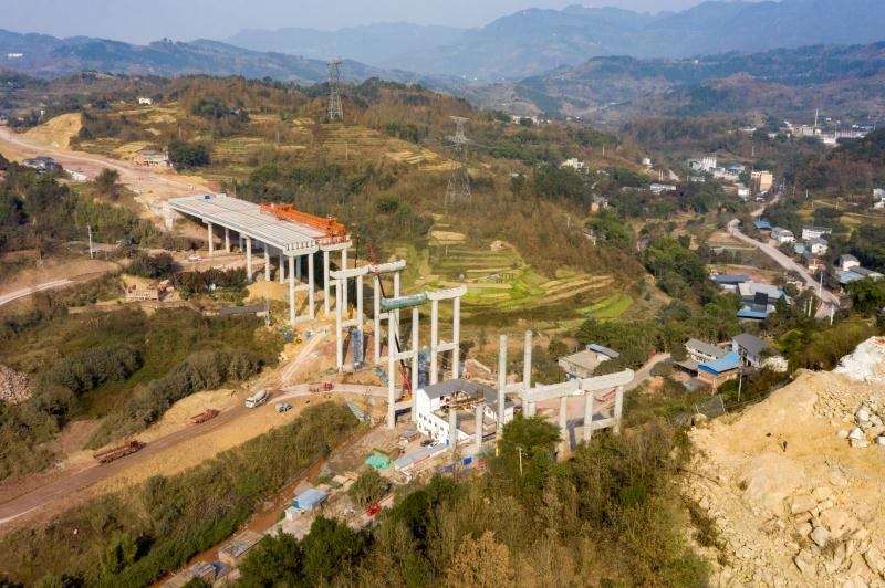 綦江北互通项目收费站 进入水稳施工阶段
