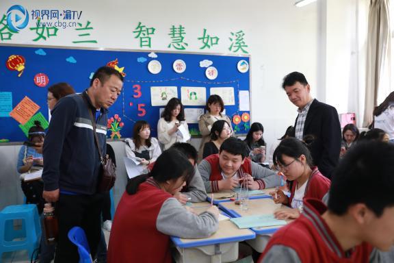 图一卓裕智教师劳动教育课堂展示梁馨元摄。.JPG