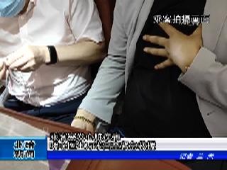 乘客突发心脏疾病  暖心医生万米高空紧急救援