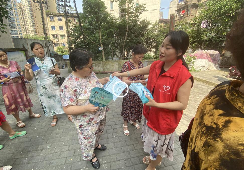 华新街街道各社区开展安全生产月宣传活动