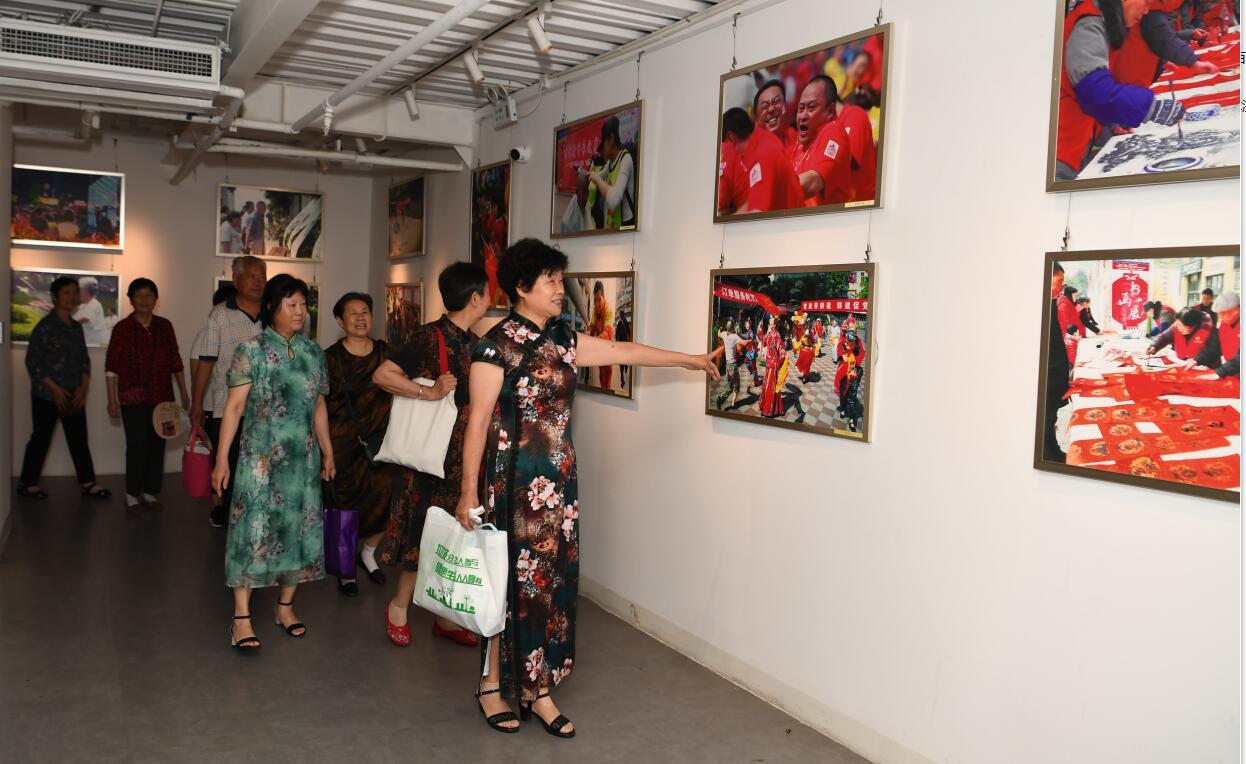 观音桥街道举办庆祝中国共产党成立100周年主题摄影展