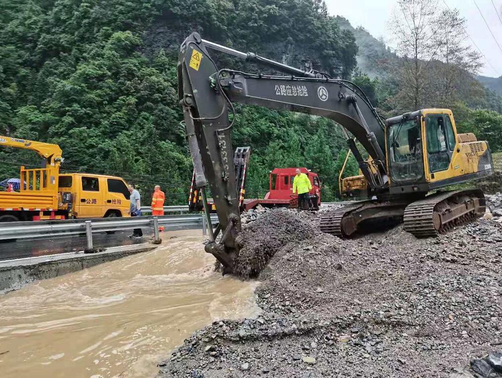 县公路事务中心:全力战水毁保畅通