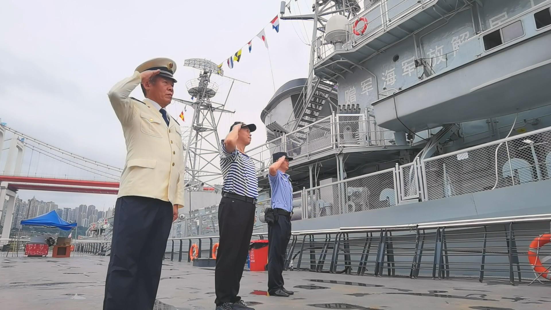 """八一建军节 他们与""""老战友""""166舰重逢"""