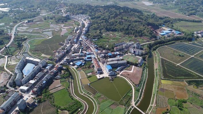 大足区铁山镇—— 加强基础设施建设  助力特色产业发展