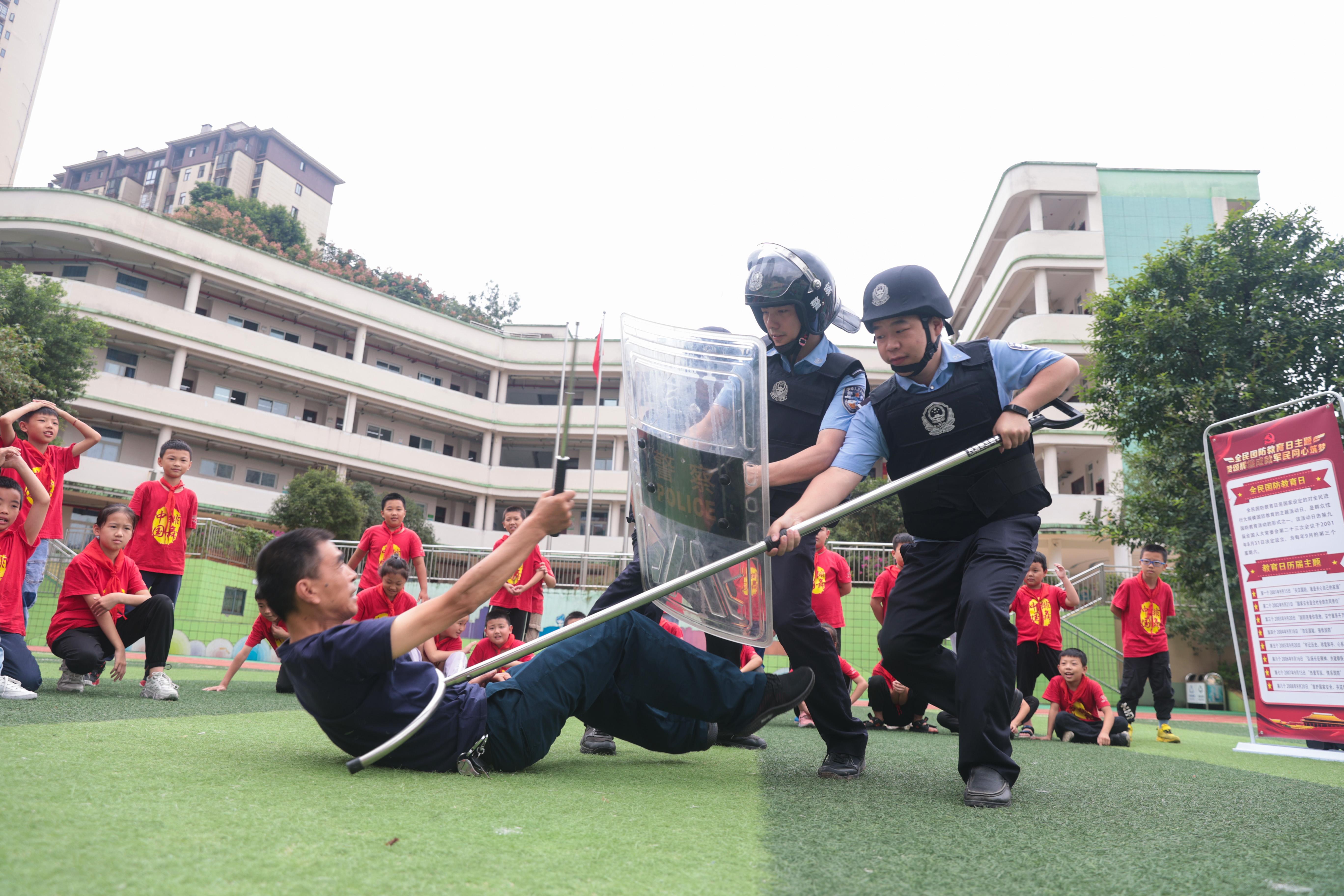 9月18日,民警开展应急处突演练.jpg