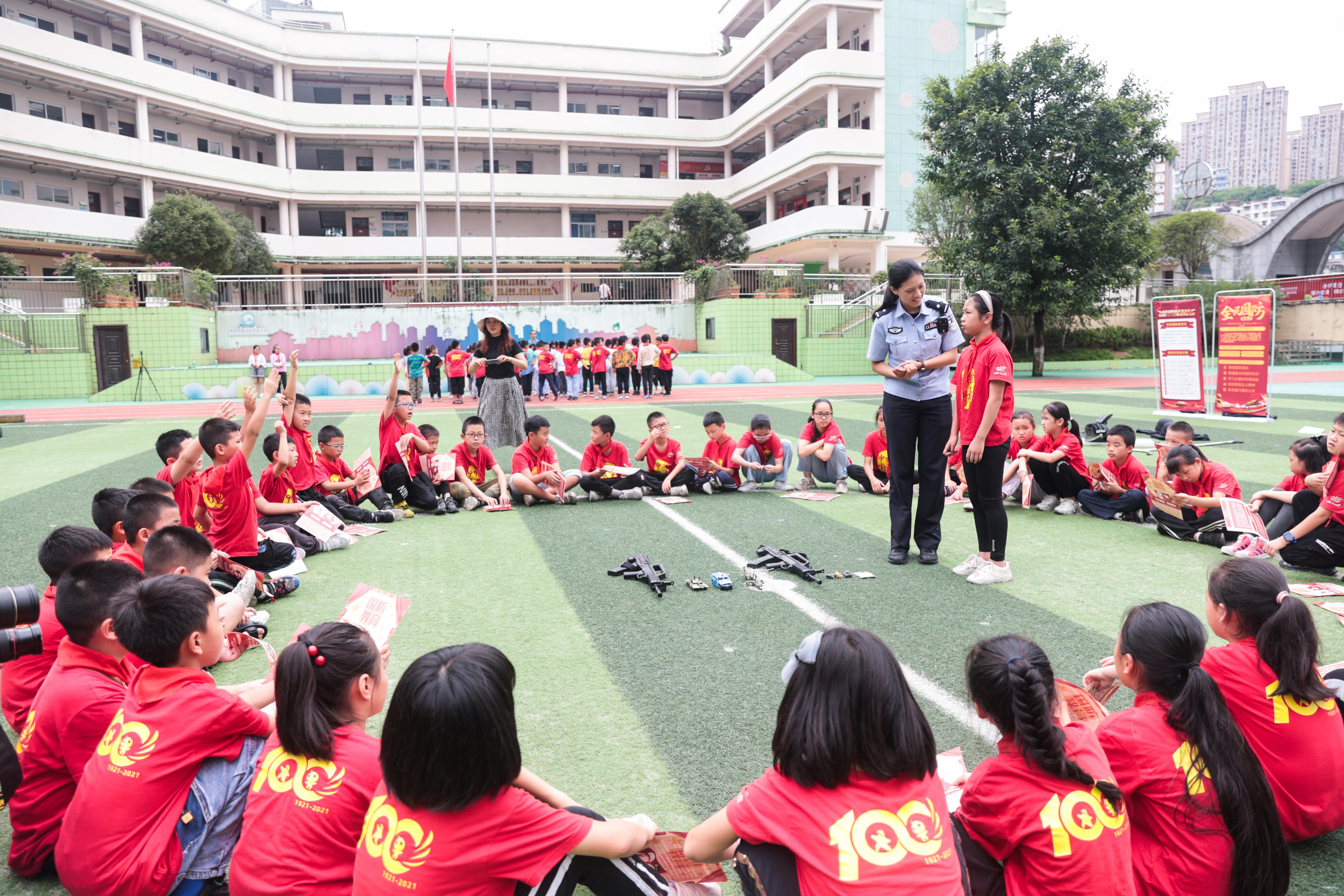 9月18日,民警组织学生开展有奖问答.jpg