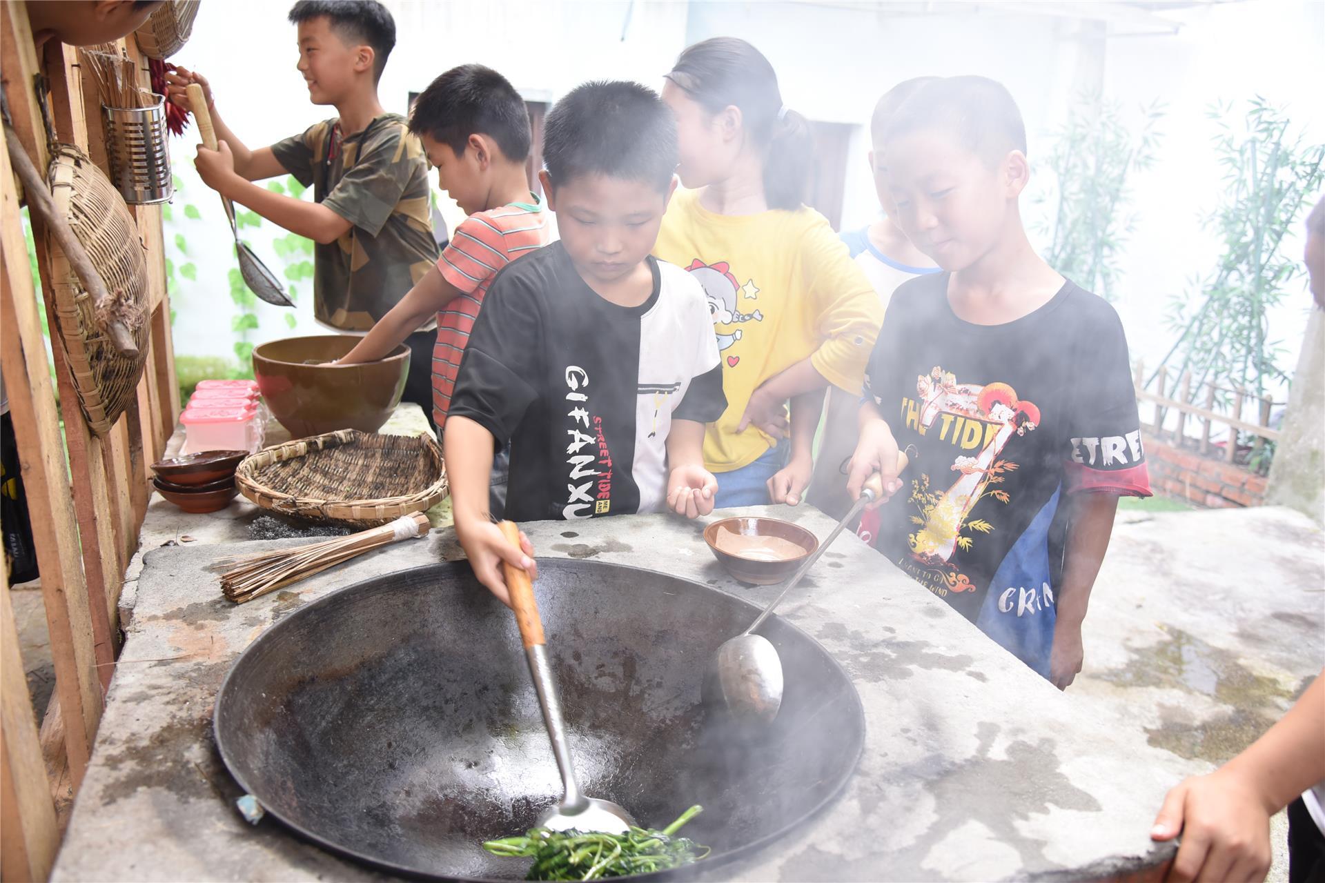 塘坝康乐小学校:拓展农耕文化